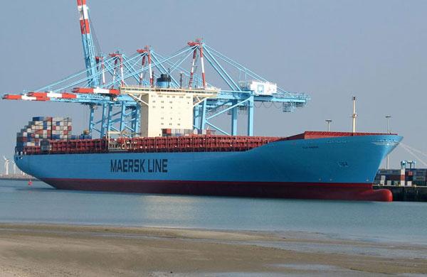 Elly Maersk harbor
