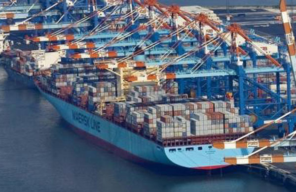 Elly Maersk port