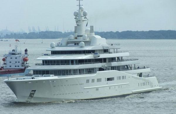 Yacht Eclipse design